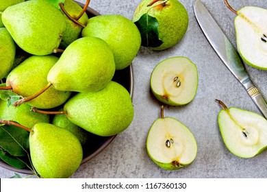 Fresh juicy pears in a bowl. Halves of pears in a bowl. Fresh pear harvest. Preparation of pears for pear pie.