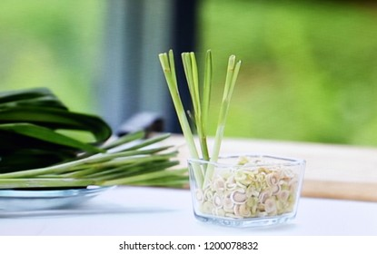 Fresh lemongrass has the concept of cooking with a blurred background.