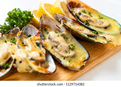 fresh mussel baked with cheese
