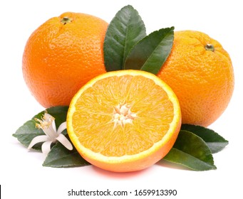 Orange frais sur fond blanc