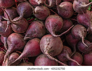 Fresh organic beets at a local farmers market.