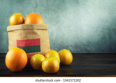 Fresh Organic Orange Fruits Cara Cara Navel and Tangerine in the Bag on Wood Table , Popular Agriculture Product Hight Vitamin C for Made Beverage in Summer