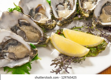 Fresh oysters with lemon wedge