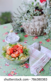 Fresh pasta with shrimps, baby-spinach and cherry-tomatoes