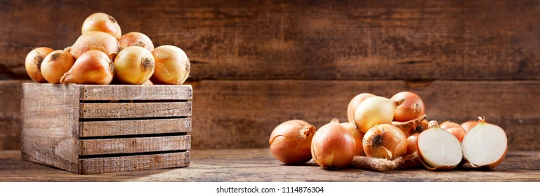 fresh raw onions in a wooden box