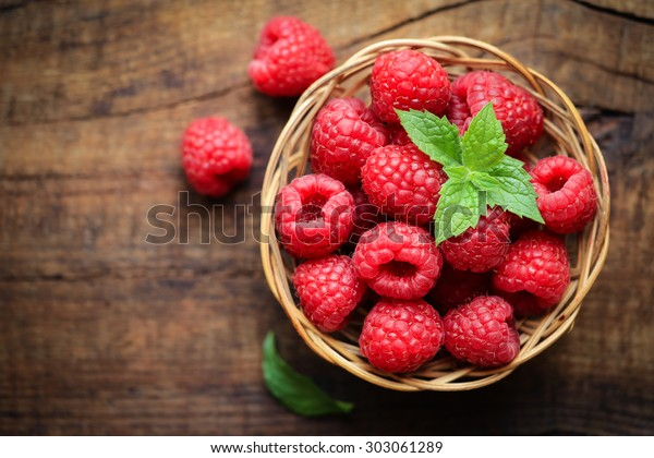 fresh-ripe-red-raspberries-wicker-600w-3