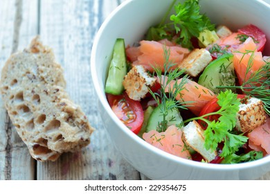Fresh salad with salmon and vegetables