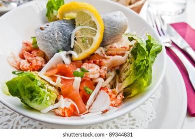 Fresh salmon salad with tomatoes