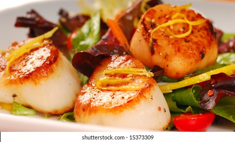 Fresh seared sea scallops with lemon and a salad