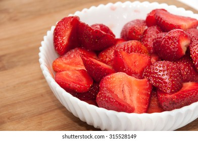 FRESH STRAWBERRIES CLEANED HEALTHY RAW.