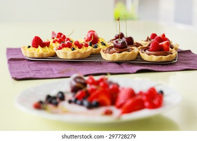 Fresh tartalets with berry fruits and cherries