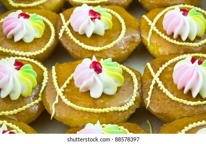 Freshly baked cup cakes with colorful flowers