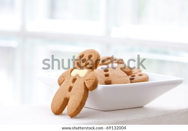 Freshly baked gingerbread biscuits in white plate