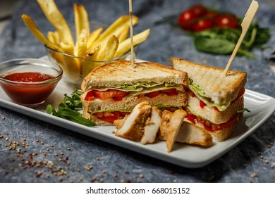 Freshly made clubsandwiches with fries