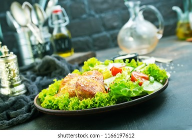fried chicken breast with green salad and sauce