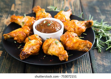 Fried chicken wings with spicy sauce