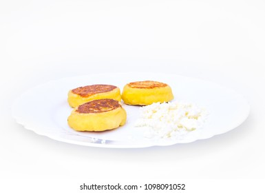 Fried cottage cheese on a plate
