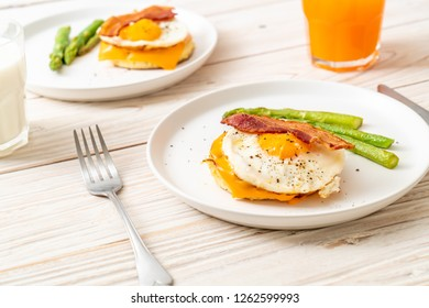 fried egg with bacon and cheese on pancake for breakfast
