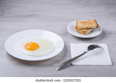 fried eggs with croutons
