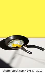 frittierte Eier in einer Pfanne