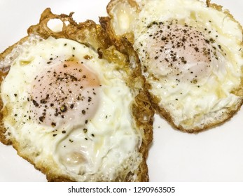Fried eggs with pepper and salt