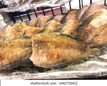 Fried fish,The whole fish cut off the head.Bring to the sun sun until dry Fry in oil, boil until dry.