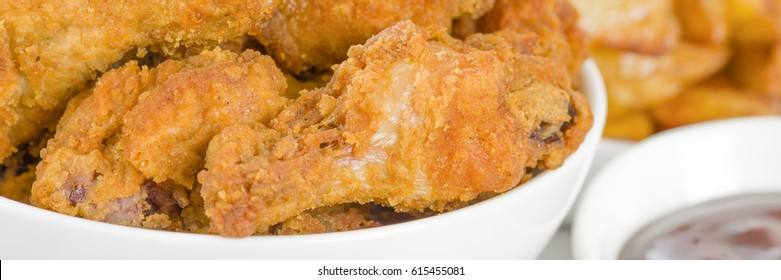 Fried Hot Chicken Wings - Chicken wings dusted in spicy flour and fried until crispy. Served with bbq sauce and potato wedges.