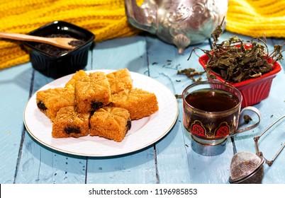Fried Makrout - Algerische Semolina, Datteln und Honigsüßen, traditionelle nordafrikanische Süßspeisen