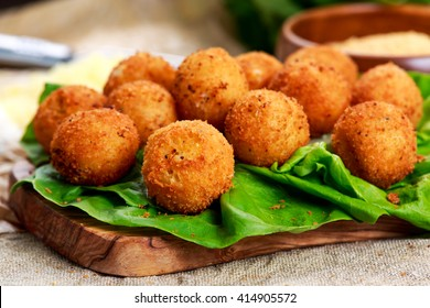 Fried mozzarella cheese stick balls