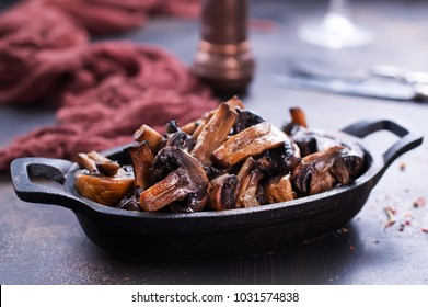 fried mushroom in mowl, fried mushroom with salt and spice