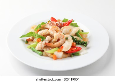 Fried Noodle with Mixed Seafood with Vegetable in soybean Sauce