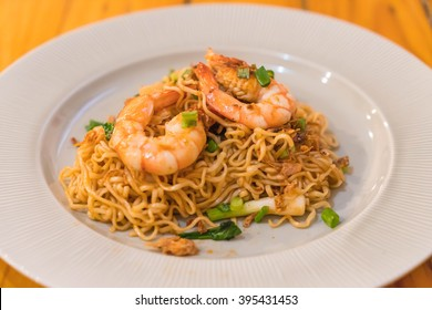 fried noodle with prawn - chinese style