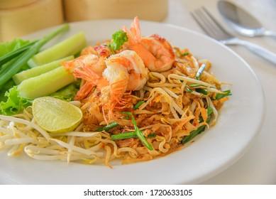 Frittiertes Nudeln thailändischer Stil mit Garnelen oder Padthai