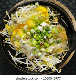 Fried oyster with bean sprout on hot pan