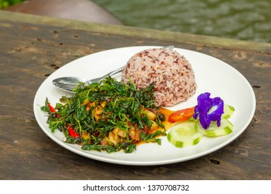 fried pork with fried basil and brown rice