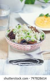 Fried rice with peas, mushrooms and seitan
