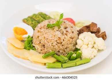 fried rice with shrimp paste sauce and chopped pork