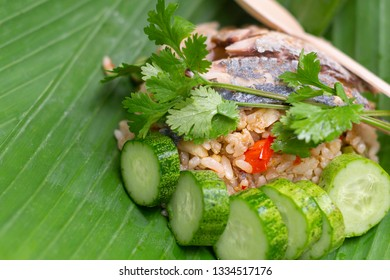Fried rice with spicy shrimp paste dip and fried mackerel on banana leaf.