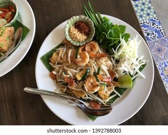 Fried Rice Sticks with Shrimp Noodle Thai style