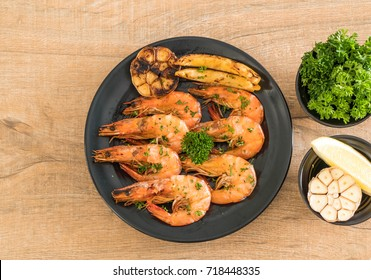 fried shrimps with garlic and lemon