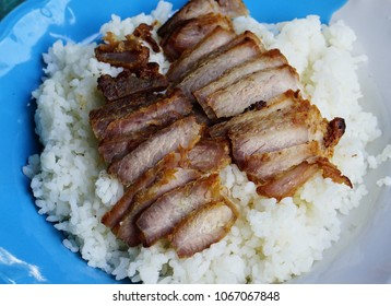 Fried sliced pork and then put on the rice is popular in Asia