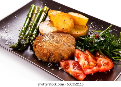 Fried steak with asparagus