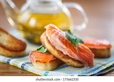 Fried toast with salted salmon and greens