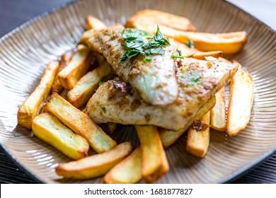 cilantro frito con patatas fritas caseras