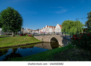 Friedrichstadt is a Dutch settlement in Schleswig-Holstein near the North Sea (founded by Frederick the Great because of freedom of religion, such as Huguenots)