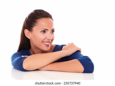 Friendly girl looking to her left, arms crossed in white background - copyspace