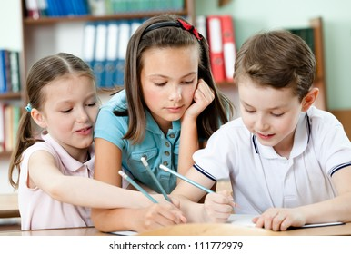 Friendly pupils help to each other