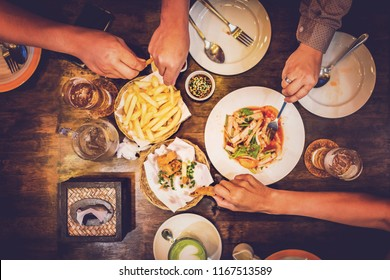 Friends are eating food on the table.Friends meet on the table.