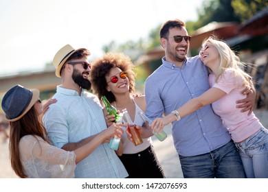 Amigos disfrutando