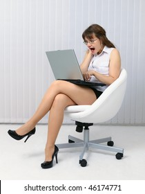 The frightened woman looks at a computer screen